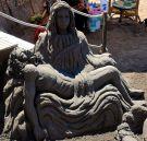 Pietà. Sörjande Maria med Jesus.
